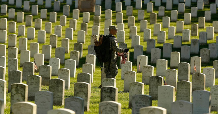 Image of a soldier at the Arlington National Cemetary.
